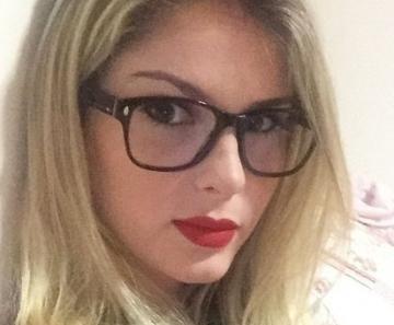 0b478d580fde1 Bárbara Evans posa de óculos para selfie