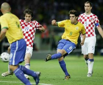 Uniformes definidos  Seleção estreia com a camisa amarela contra a Suíça 5f3015eec9b97